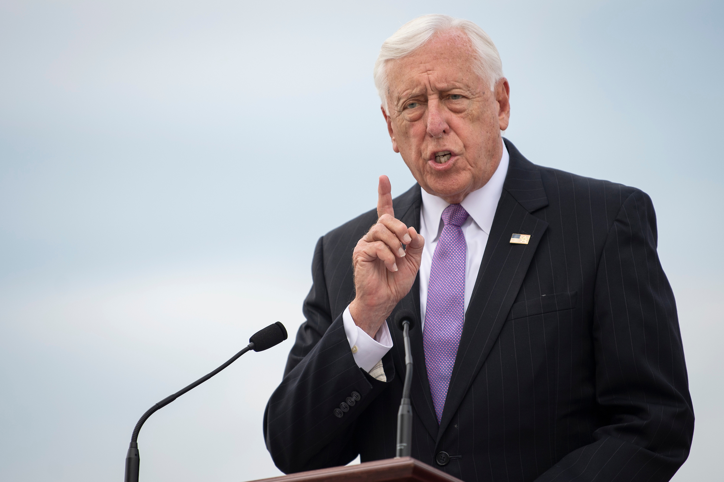 Hoyer: Dwelling eyeing vote on stopgap funding invoice subsequent week thumbnail